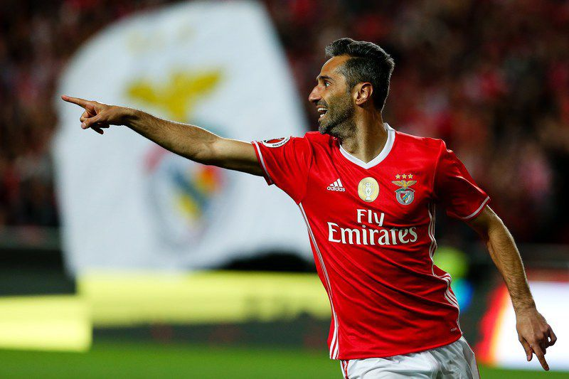 Benfica Lisbon vs GD Estoril • epa05891126 Benfica's Jonas celebrates after scoring the 3-2 lead during the Portuguese Cup semi final, second leg soccer match between Benfica Lisbon and GD Estoril at Luz stadium in Lisbon, Portugal, 05 April 2017.  EPA/MANUEL DE ALMEIDA • MANUEL DE ALMEIDA/EPA