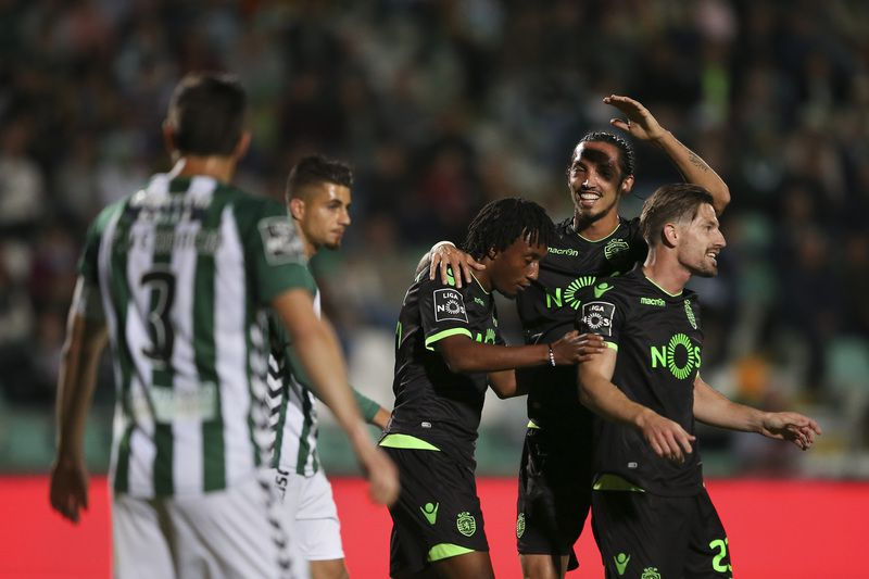 Vitoria de Setubal vs Sporting • Sporting's Gelson Martins (C) celebrates with his teammates Schelotto (2-R) and Adrien Silva (R) after scoring the first goal against Vitoria de Setubal during the Portuguese First League soccer match at Bonfim Stadium, in Setubal, Portugal, 14 April 2017. MARIO CRUZ/LUSA • Lusa