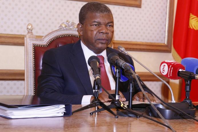 Angola quer privatizar 74 empresas públicas