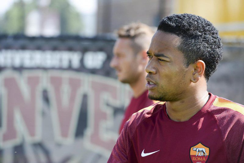 Urby Emanuelson ao serviço da AS Roma • epa04331024 Dutch midfielder of As Roma Urby Emanuelson during a training team in Denver, USA, 25 July 2014. As Roma will face Manchester United for the Guinness Champions Cup on 26 July.  • EPA/LUCIANO ROSSI