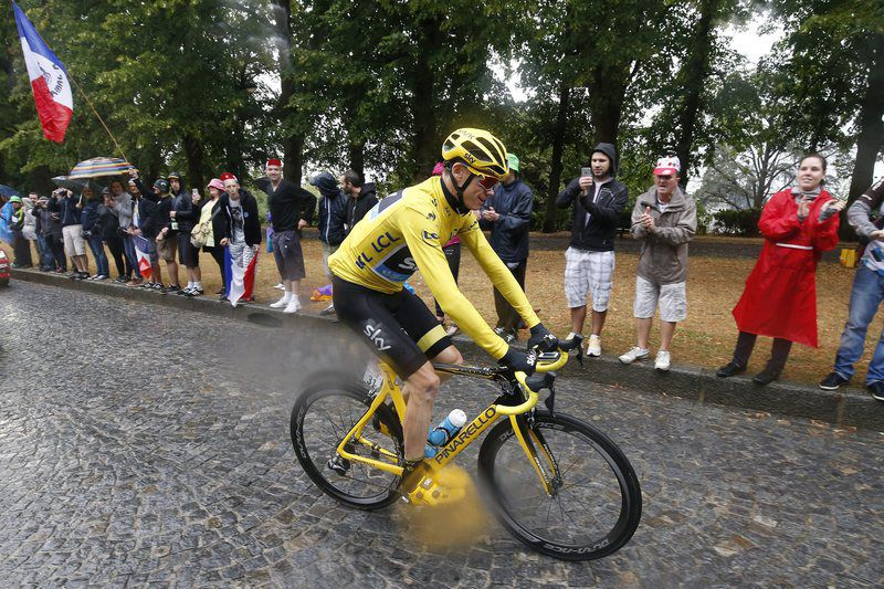 Tour de France 2015 21st and final stage • epa04861703 Team Sky rider Christopher Froome of Great Britain, wearing the overall leader's yellow jersey, in action during the 21st and final stage of the 102nd edition of the Tour de France 2015 cycling race over 109.5 km between Sevres and Paris Champs-Elysees, France, 26 July 2015.  EPA/SEBASTIEN NOGIER • Lusa