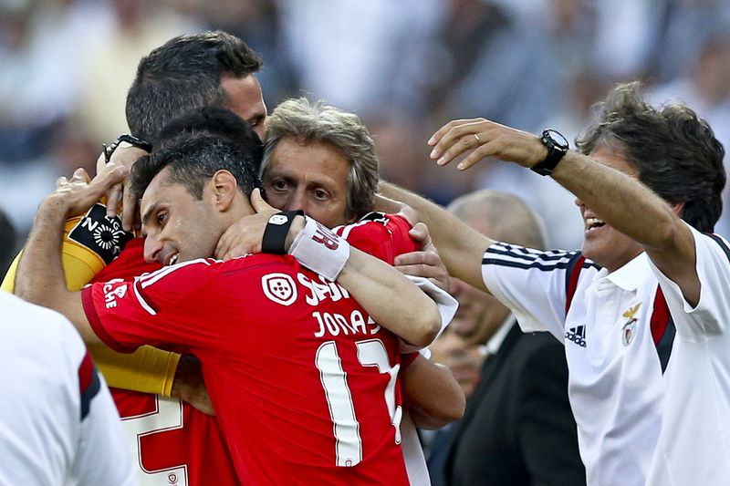 Vitoria de Guimaraes vs Benfica • Benfica's head-coach Jorge Jesus (2-R) celebrates with his players Jonas (2-L) and Artur Morais (L) after their Portuguese First League soccer match against Guimaraes, held at D.Afonso Henriques stadium, Guimaraes, Portugal, 17th May 2015. Benfica clinch their 34th national championship soccer title with one game to spare after a draw with Guimaraes 0-0. LUSA/JOSE COELHO • Lusa