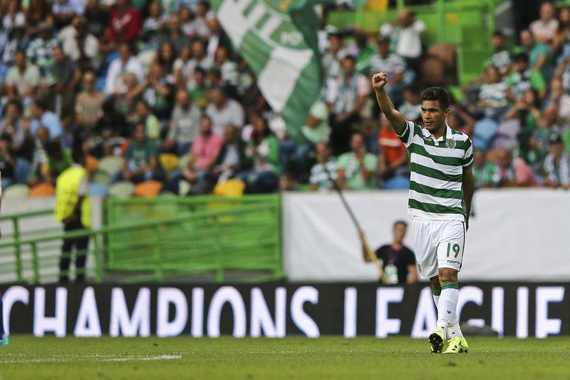 Sporting CP vs CSKA Moskva • epa04888459 Sporting CP Teofilo Gutierrez celebrates the scoring of a goal against CSKA Moskva during the UEFA Champions League play-off 1st Leg match at Alvalade XXI stadium in Lisbon, Portugal, 18 August 2015 .  EPA/MIGUEL A. LOPES