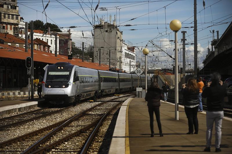 Resultado de imagem para Comboios vão parar nos dias 23 e 24 de junho