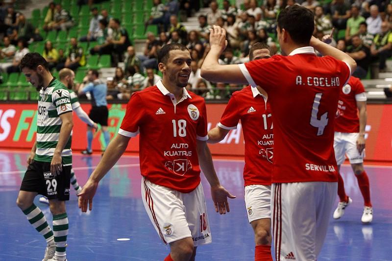 Futsal  Benfica vence Sporting em jogo louco com 15 golos e fica a uma  vitória c934cf37cedd7