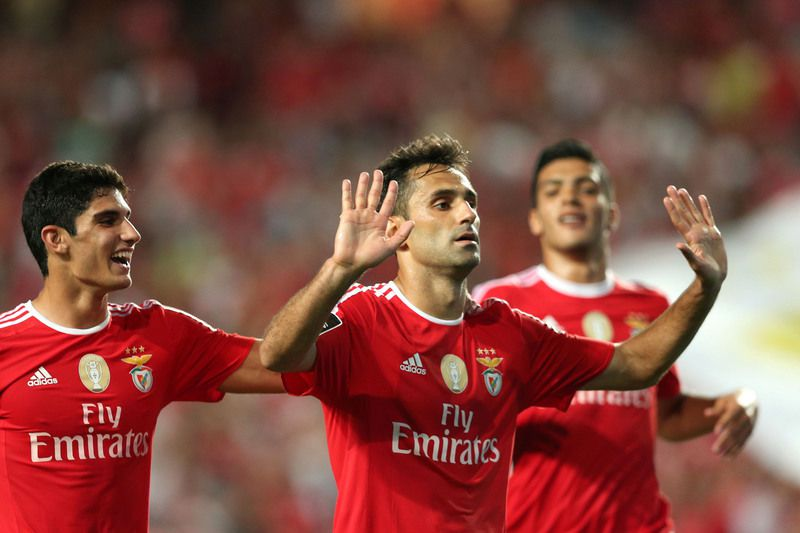4a458ab816a57e136617709b194cf1bb4e8cbcf0.jpg • Jonas (R) of Benfica celebrates the scoring of a goal against Moreirense during the Portuguese First League soccer match held at Luz Stadium, Lisbon, Portugal, 29th August 2015.   MANUEL DE ALMEIDA/ LUSA • © 2015