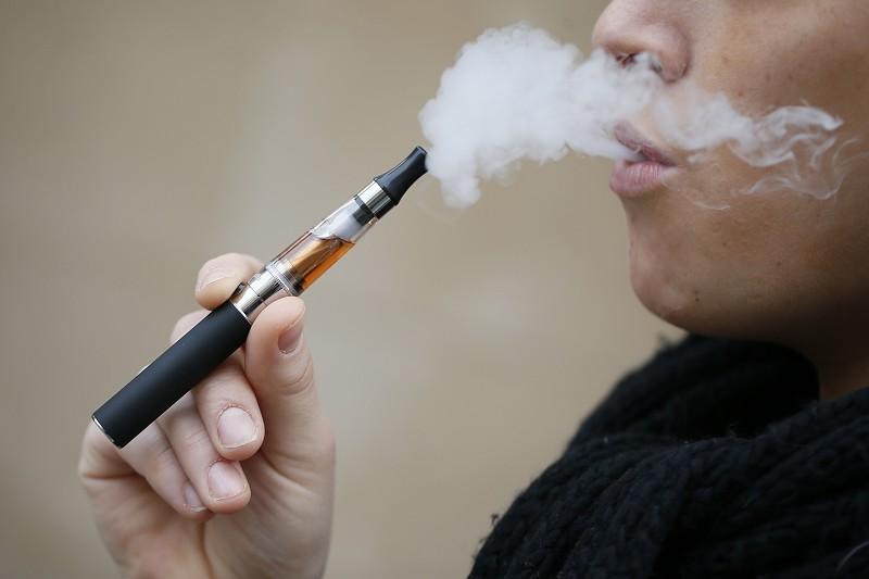 Estudo mostra que cigarros eletrónicos são mais eficazes que pastilhas ou adesivos quando se tenta deixar de fumar