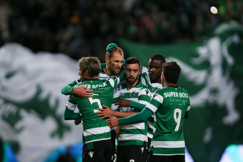 Sporting's player Bas Dost (2-L) celebrates with his team mates after scoring the first goal against Belenenses during their Portuguese first league soccer match at the Alvalade stadium in Lisbon, Portugal, 01 December 2017. MANUEL DE ALMEIDA/LUSA