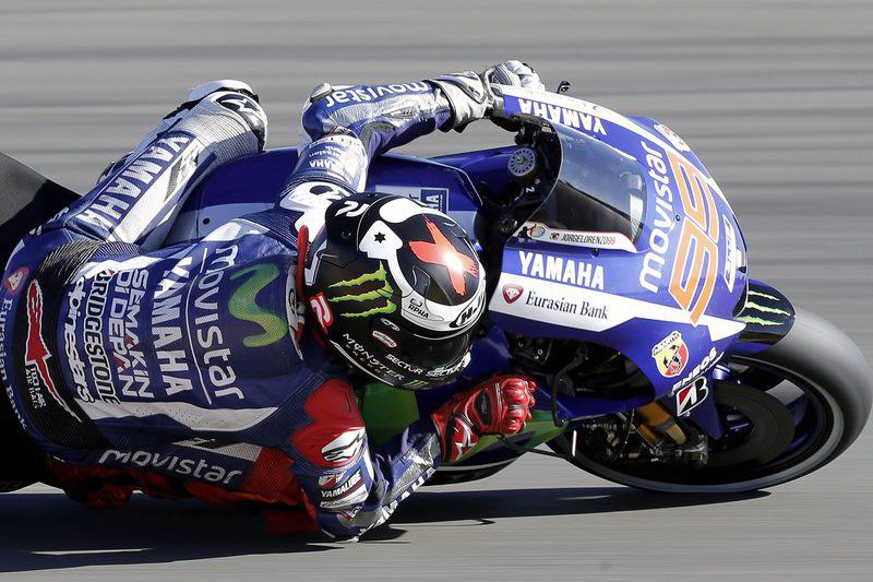 Motorcycling - Valencia Grand Prix • epa05014380 Spanish MotoGP rider Jorge Lorenzo of Movistar Yamaha takes a bend during the second free training session held at the Ricardo Tomo circuit in Valencia, Spain, 06 November 2015. The Valencia Grand Prix will take place 08 November 2015.  EPA/MANUEL BRUQUE • Lusa