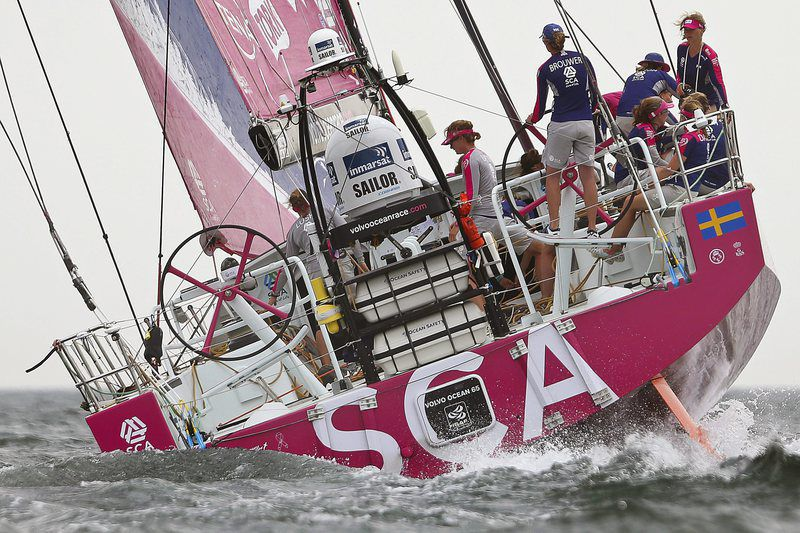 Volvo Ocean Race in Lisbon • epa04788263 SCA team from Sweden sail during the 08th leg of the Volvo Ocean Race from Lisbon to Lorient off Lisbon, Portugal, 07 June 2015.  EPA/TIAGO PETINGA • Lusa