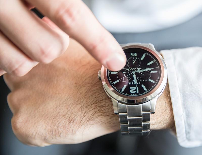 157dea5aa726 Google compra tecnologia ao departamento de smartwatches da Fossil ...