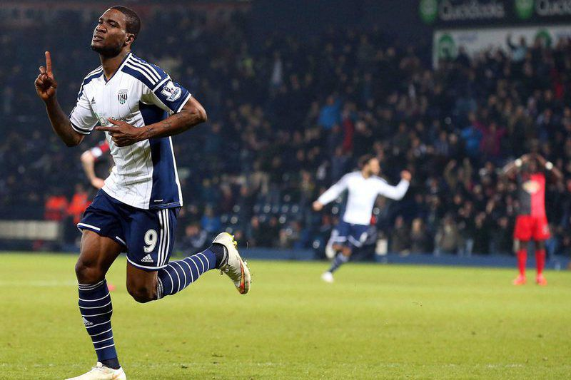 Brown Ideye ao serviço do West Bromwich • Brown Ideye (L) celebrates after scoring the 1-0 lead during the English Premier League soccer match between West Bromwich Albion and Swansea City at the Hawthorns stadium in Birmingham, Britain, 11 February 2015.  • EPA/LINDSEY PARNABY