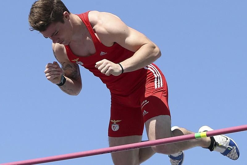 Resultado de imagem para Diogo Ferreira conquista ouro no salto com vara nas Universíadas
