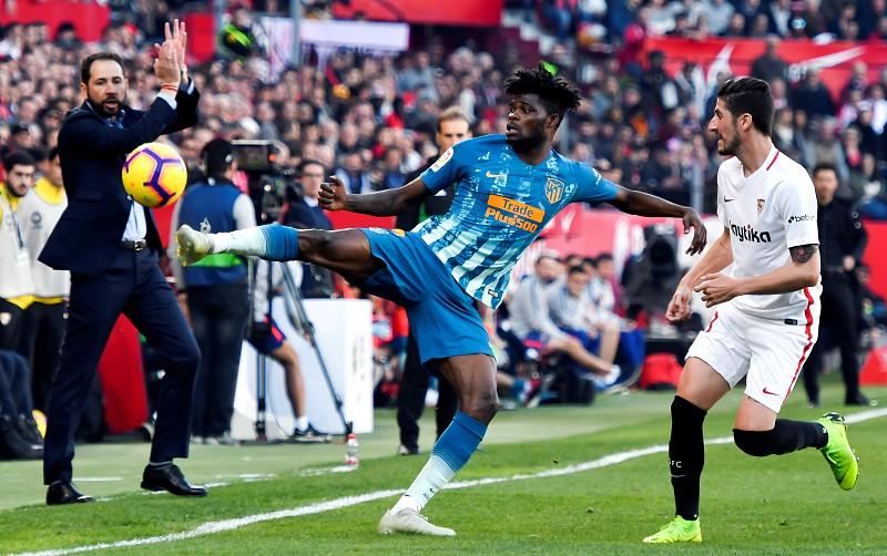 Sevilha e Atlético de Madrid empatam e podem ver  fugir  o Barcelona ... d177737fa7281