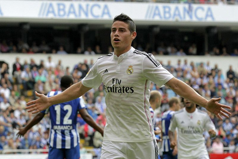 James Rodriguez • epa04409137 Real Madrid's Colombian midfielder James Rodriguez celebrates after scoring against Deportivo Coruna during the Spanish Liga Primera Division soccer match played at Riazor stadium, in La Coruna, northwestern Spain, 20 September 2014.  EPA/LAVANDEIRA JR. • Desporto