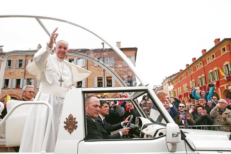 Resultado de imagem para Papa pede fim da violência e soluções políticas na Venezuela e Paraguai