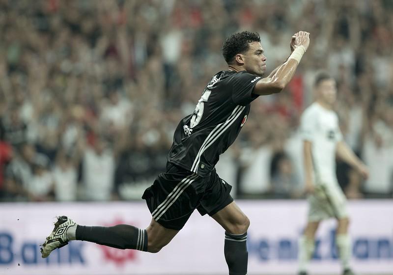 LE  Quaresma assiste e Pepe marca a dobrar na vitória do Besiktas ... 173a1f2befd58