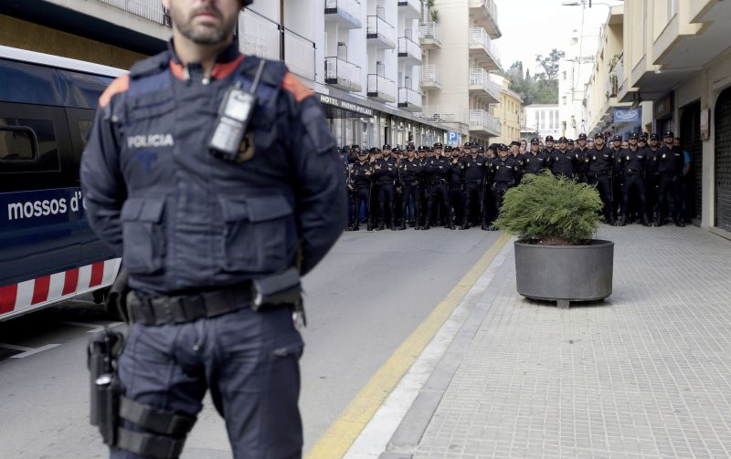 Resultado de imagem para Quarenta homens detidos em Espanha por pedofilia