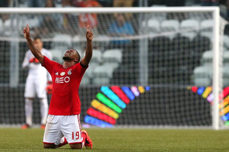 Eliseu marca no Bessa • Benfica's Eliseu Santos celebrates after score the first goal against Boavista during their Portuguese First League soccer match held at Bessa stadium in Porto, Portugal, 24 August 2014. • JOSE COELHO/LUSA
