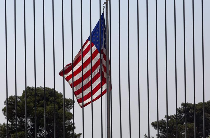 China apela a estudantes para avaliarem riscos antes de irem estudar para EUA