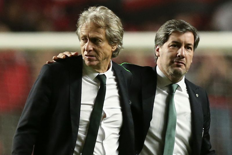 Benfica vs Sporting • Sporting head coach Jorge Jesus (L) and Sporting President Bruno de Carvalho (R) after the Portuguese First League Soccer match at Luz Stadium in Lisbon, Portugal 11 of December 2016. ANTONIO COTRIM/LUSA • Lusa