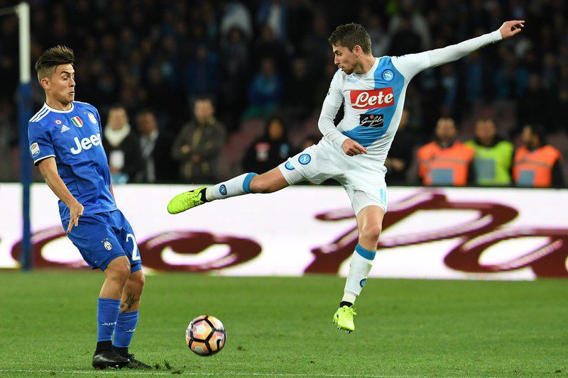 Napoli vs Juventus • epa05885150 Napoli's midfielder Jorginho (R) and Juve's forward Paulo Dybala  in action during the italian serie A soccer match SSC Napoli - Juventus FC at San Paolo stadium, Naples, 02 April 2017.  EPA/CIRO FUSCO • Lusa