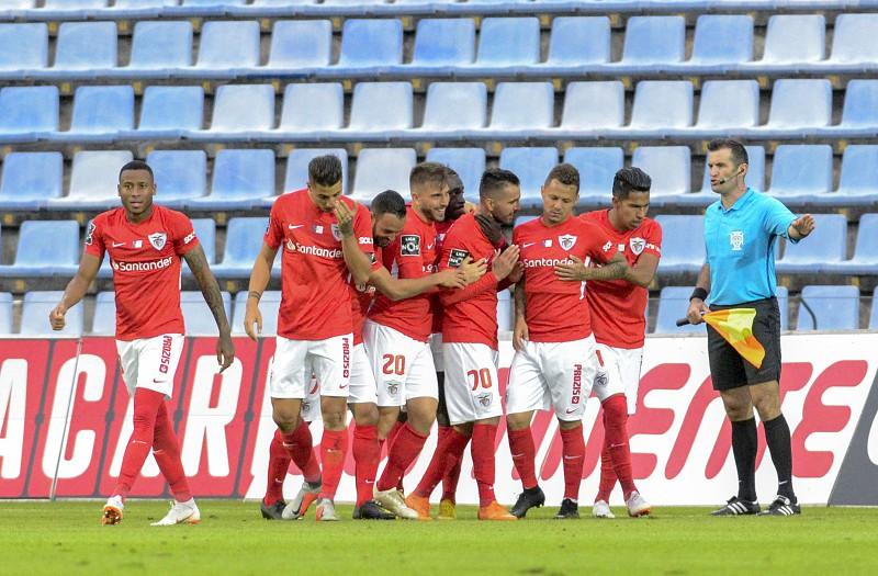Já só há 500 bilhetes para o Santa Clara - Benfica que vão ser colocados à 9253d0ec20301