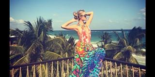 63889639df9f9 Apesar de negar plásticas, Paris Hilton surge com seios maiores