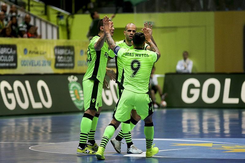Sporting dá goleada histórica e já é líder - Futsal - SAPO Desporto 85d3a1161f9bc