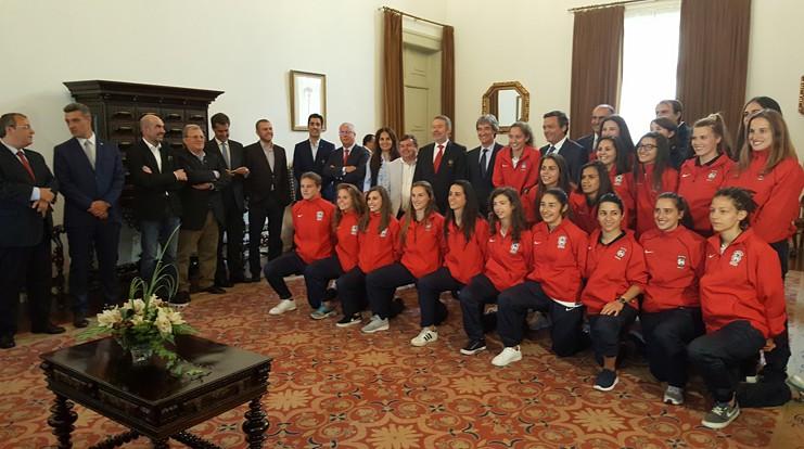 Equipa feminina do Marítimo recebida na Assembleia Legislativa da Madeira