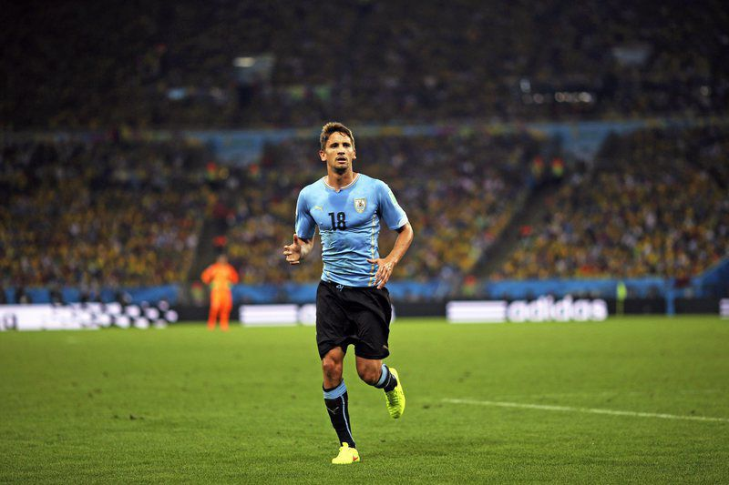 Gáston Ramirez, médio internacional uruguaio • Gaston Ramirez during the FIFA World Cup 2014 round of 16 match between Colombia and Uruguay at the Estadio do Maracana in Rio de Janeiro, Brazil, 28 June 2014. (RESTRICTIONS APPLY: Editorial Use Only, not used in association with any commercial entity - Images must not be used in any form of alert service or push service of any kind including via mobile alert services, downloads to mobile devices or MMS messaging - Images must appear as still images and must not emulate match action video footage - No alteration is made to, and no text or image is superimposed over, any published image which: (a) intentionally obscures or removes a sponsor identification image; or (b) adds or overlays the commercial identification of any third party which is not officially associated with the FIFA World Cup)  • EPA/ANTONIO LACERDA