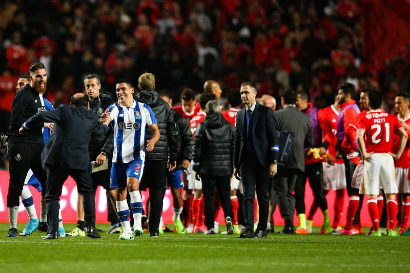 Benfica vs FC Porto • FC Porto's Maxi Pereira (R) reacts at the end of the Portuguese First League soccer match against Benfica at Luz Stadium, in Lisbon, Portugal, 1 April 2017. MARIO CRUZ/LUSA  • © 2017 LUSA - Agência de Notícias de Portugal, S.A.