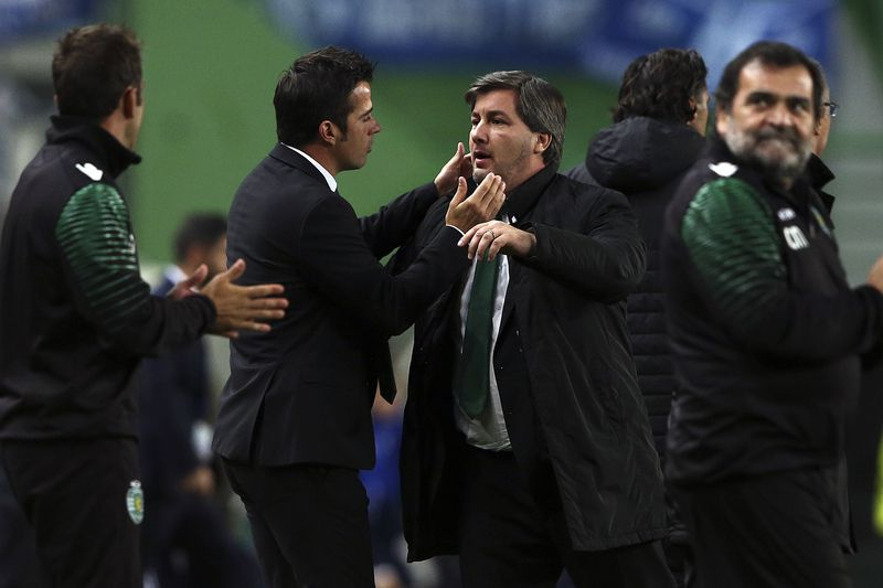 Sporting Lisbon vs Schalke 04 • Sporting Lisbon´s head coach Marco Silva (2L) and team president Bruno de Carvalho (C) celebrate their victory over Schalke 04 in the end of their UEFA Champions League match held at Alvalade Stadium, Lisbon, Portugal, 05 November 2014. JOSE SENA GOULAO/LUSA • Lusa