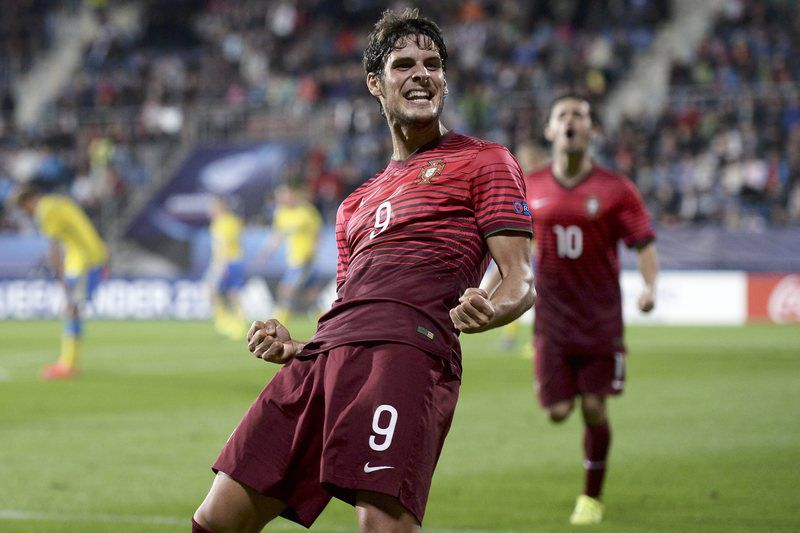 UEFA European Under-21 championship • epa04817489 Portuguese player Gonçalo Paciência celebrates after he scores opening goal against Sweden during UEFA European Under-21 soccer championship match between Portugal and Sweden at the City Stadium in Uherske Hradiste, Czech Republic on 24 June 2015.  EPA/GEORGI LICOVSKI • Lusa