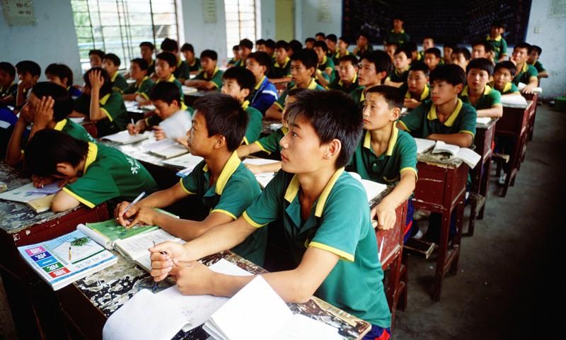 Estudantes chineses monitorizados através de uniformes inteligentes