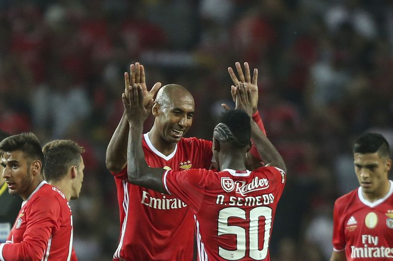 Benfica vs Braga • Benfica's Luisao and Nelson Semedo during their Portuguese Candido de Oliveira Supercup soccer against SC Braga match held at Aveiro Stadium, in Aveiro, Portugal, 7 August 2016. PEDRO TRINDADE/LUSA • © 2016 LUSA - Agência de Notícias de Portugal, S.A.