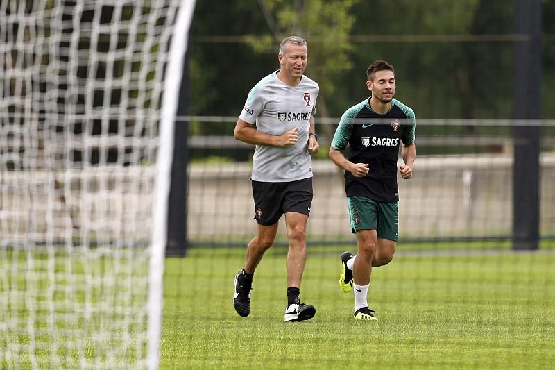 Raphaël Guerreiro dispensado da seleção portuguesa para jogo com Itália b282048170d60