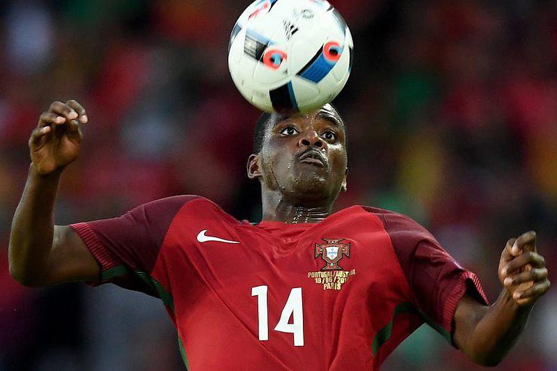 """No bairro angolano do Sambizanga festeja-se o campeão """"bé"""" - Euro ... 72cc80696022f"""