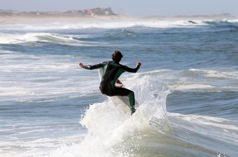 Falta de areia nas praias pode acabar com surf na Costa de Caparica