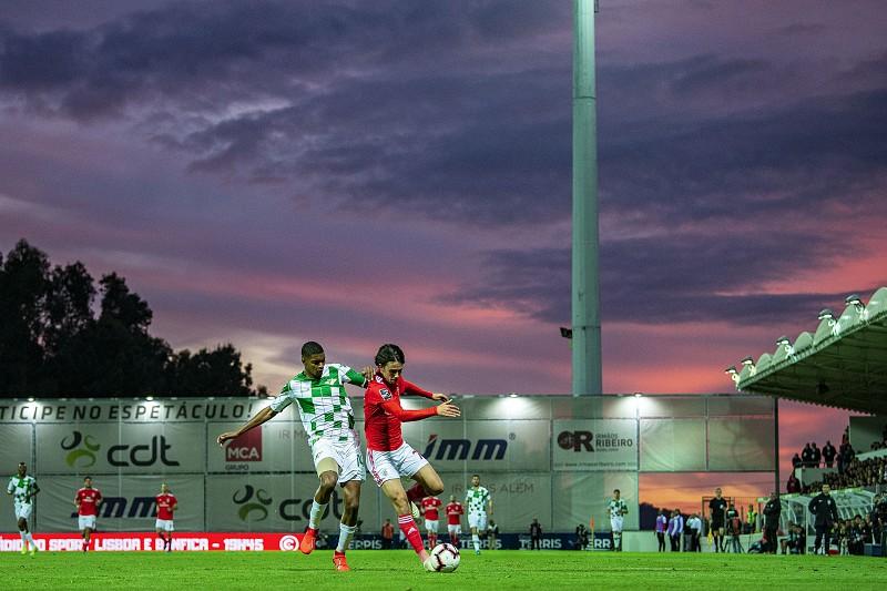 Benfica goleia em Moreira de Cónegos e volta à liderança da I Liga