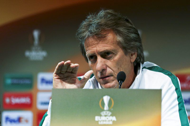 4d07483c506a90b05074d3d17124670e3aa8a6bb.jpg • epa04987590 Sporting coach Jorge Jesus gestures during a press conference at the Alvalaxia Stadium, in Lisbon, Portugal, 21 October 2015. Sporting faves Skenderbeu in an UEFA Europa League soccer match on 22 October.  EPA/MANUEL DE ALMEIDA • Manuel Almeida