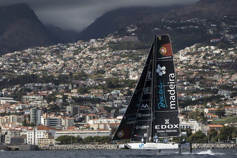 Red Bull Sailing Team na frente da Extreme Sailing Series em vela • Red Bull