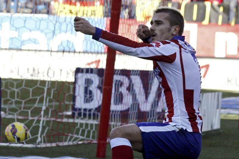 Griezmann celebra o golo marcado ao Levante • Atletico Madrid's French striker Antoine Griezmann celebrates after scoring the 1-0 lead during the Spanish Liga's Primera Division match between Atletico Madrid and Levante at Vicente Calderon stadium in Madrid, central Spain, 03 January 2015.  • EPA/SERGIO BARRENECHEA