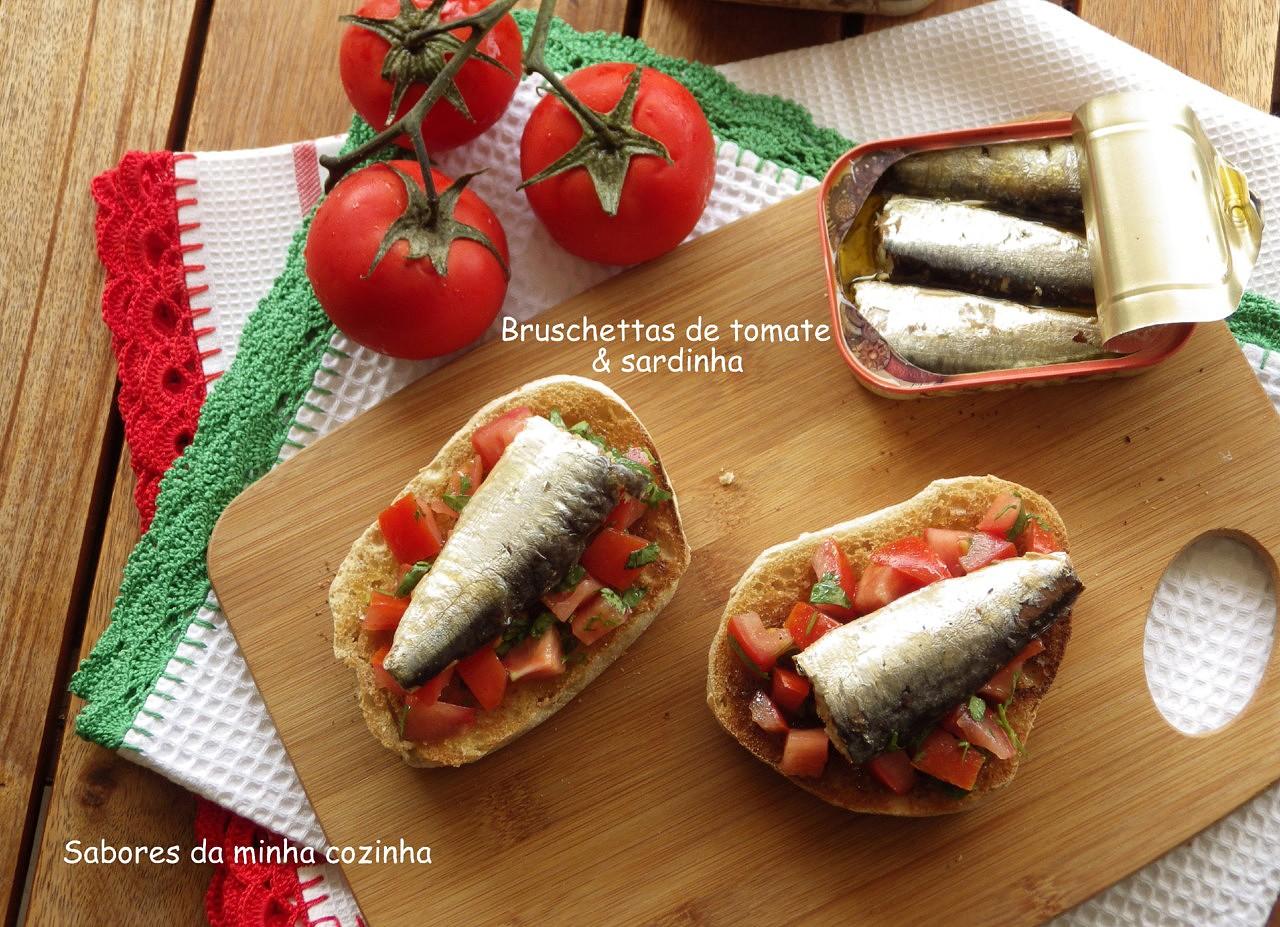 Bruschettas de tomate e sardinha