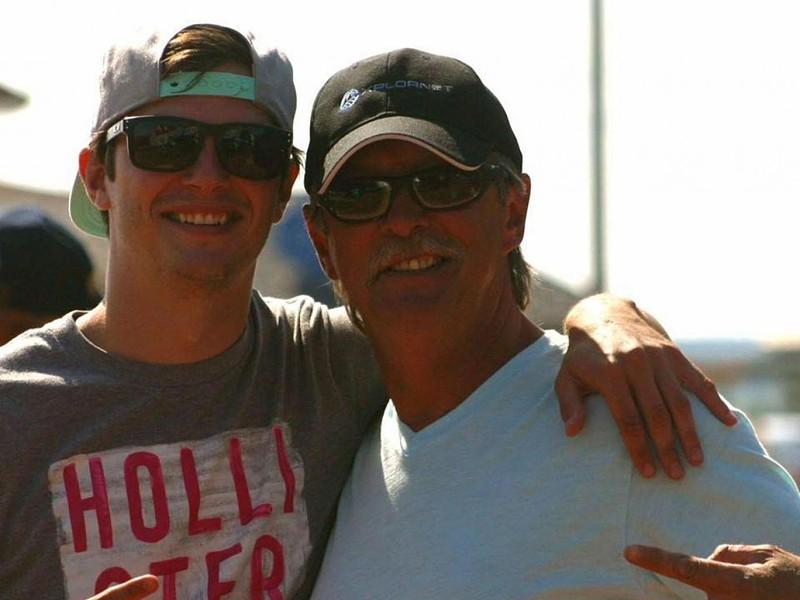 eba6a39423811 Na segunda-feira, dia 10 de julho, Joe Howlett, um pescador canadiano de 59  anos, embarcou no seu barco para ajudar a resgatar uma baleia branca do ...