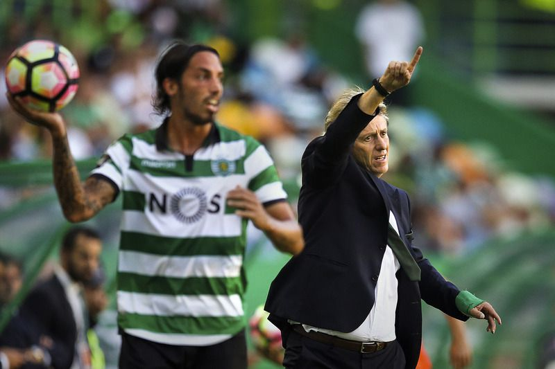Sporting vs Moreirense • Sporting's head coach Jorge Jesus reacts during the Portuguese First League soccer match against Moreirense held at Alvalade Stadium in Lisbon, Portugal, 10th September 2016. MARIO CRUZ/LUSA • © 2016 LUSA - Agência de Notícias de Portugal, S.A.