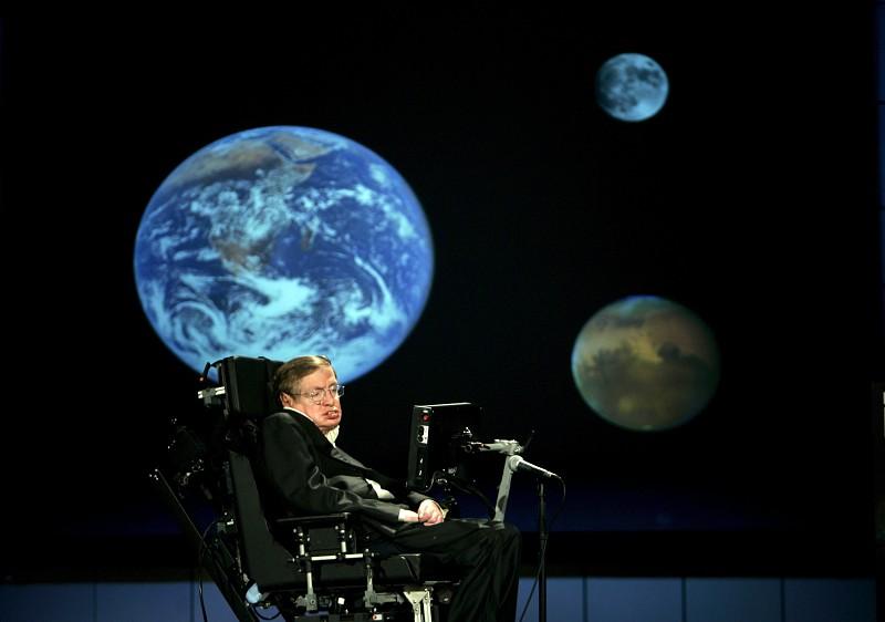 Morreu Stephen Hawking, o físico que desafiou os limites do Cosmos e da doença