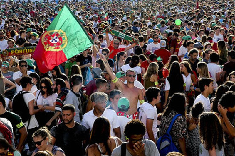 Group F Hungary vs Portugal • Supporters of Portugal react during the public viewing of the UEFA EURO 2016 group F preliminary round match between Portugal and Hungary at Alameda in Lisbon, Portugal, 22 June 2016. Portugal will face Croatia in the round of 16 match. JOSE SENA GOULAO/LUSA