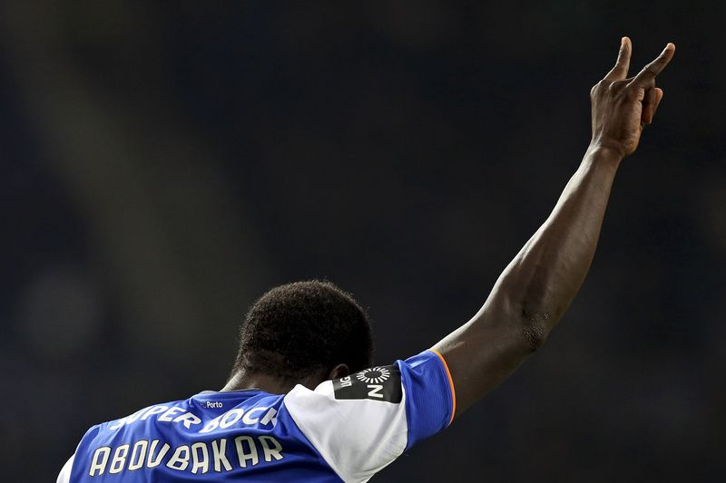 FC Porto vs Academica • FC Porto's Aboubakar celebrates after scoring a goal against Academica, during their Portuguese First League soccer match, held at Dragao stadium, Porto, Portugal, 20th December 2015. JOSE COELHO/LUSA • Lusa