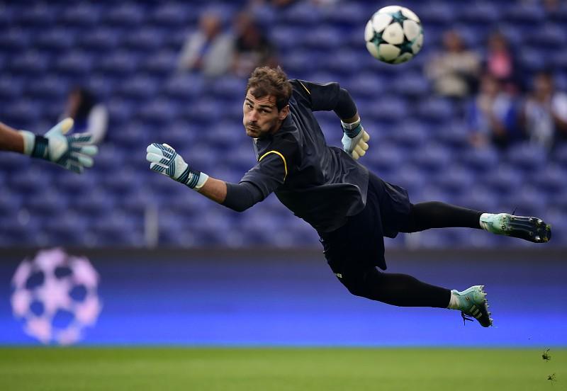 Resultado de imagem para FC Porto avança para renovação de Casillas caso o guardião aceite uma redução de salário